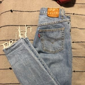 Levis Mom Jean size 27